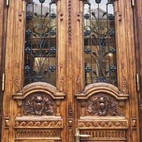 Jak dbać o drewniane drzwi zewnętrzne?