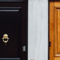 Stolarka drzwiowa 2021 – najmodniejsze drzwi zewnętrzne
